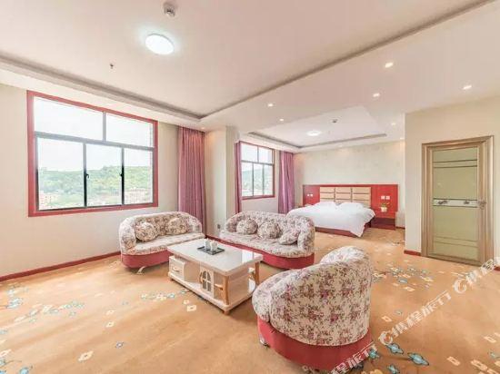 昆明伴山境悅觀景酒店(Ban Shan Jin Yue Guan Jing Jiu Dian)豪華觀景家庭房