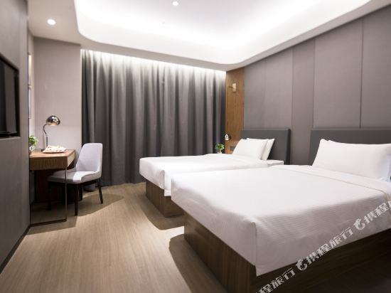 和頤至尊酒店(上海南京西路地鐵站店)(Yitel Premium (Shanghai Jing'an Nanjing West Road))至尊景觀雙床房