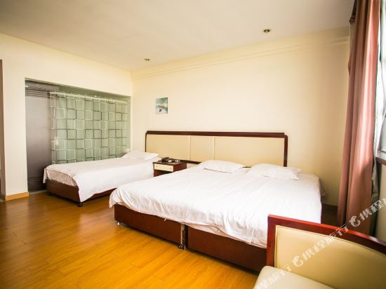 Donggang Business Hotel