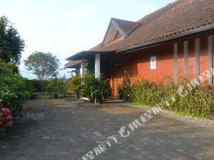 萬隆伽米拉格拉緹克別墅(Vila Bunga Merah Gelatik Bandung)