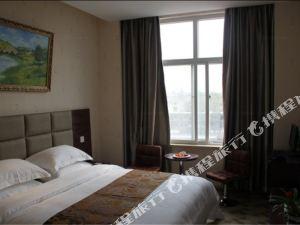 沁陽鳳凰鋮風格酒店