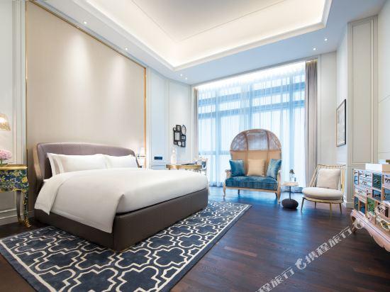 佛山羅浮宮索菲特酒店(Sofitel Foshan)奢華客房後現代風格大床