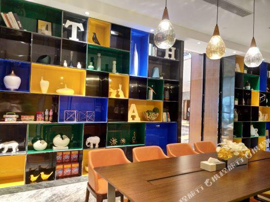 中山南朗希爾頓歡朋酒店(Hampton by Hilton Zhongshan Nanlang)商務中心
