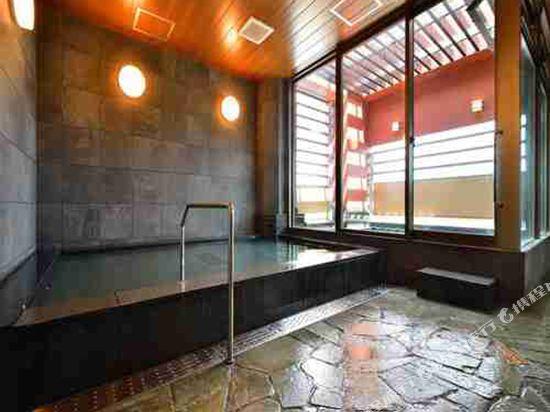 博多WBF格蘭大酒店(HOTEL WBF GRANDE HAKATA)室內游泳池