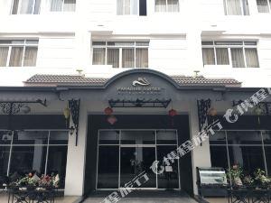天堂套房酒店(Paradise Suites Hotel)