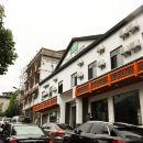 TOWO上品酒店(神農架木魚汽車站店)