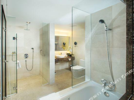 新加坡半島怡東酒店(Peninsula Excelsior Hotel Singapore)Premier Deluxe Suite Bath Room