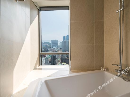 釜山海雲台温德姆華美達安可酒店(Ramada Encore by Wyndham Busan Haeundae)角落大床套房