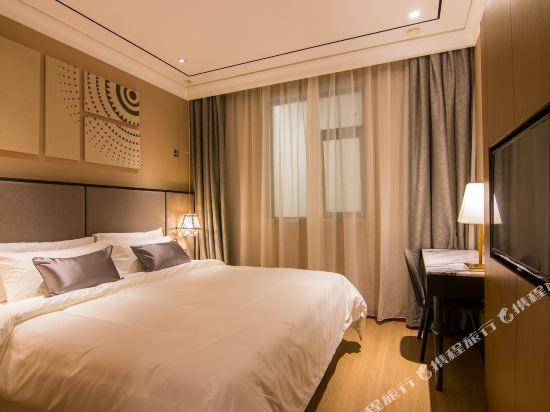 和頤至尊酒店(上海南京西路地鐵站店)(Yitel Premium (Shanghai Jing'an Nanjing West Road))至尊大床房