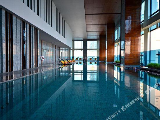 曼谷拉差阿帕森購物區萬麗酒店(Renaissance Bangkok Ratchaprasong Hotel)室內游泳池