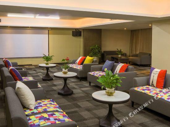 ZMAX潮漫酒店(佛山千燈湖店)(Zmax Hotel (Foshan Qiandeng Lake))會議室
