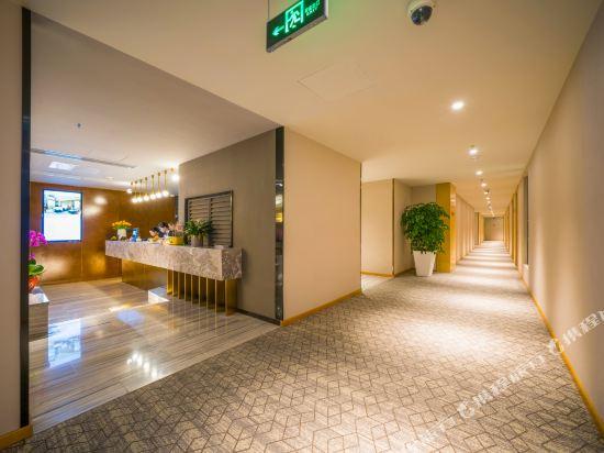 宿適輕奢酒店(上海大世界地鐵站店)(Sushe Qingshe Hotel (Shanghai Dashijie Metro Station))輕奢優選大床房
