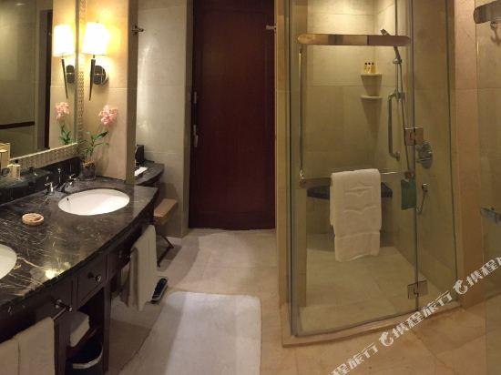 曼谷香格里拉酒店(Shangri-La Hotel Bangkok)Bahtroom