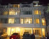 曼谷拉差達素鐵訕長居酒店
