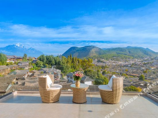 Baima Snow Mountain Ancient City Panorama Light Luxury Courtyard