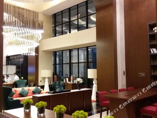 深圳阪田希爾頓歡朋酒店(Hampton by Hilton Shenzhen Bantian)大堂吧