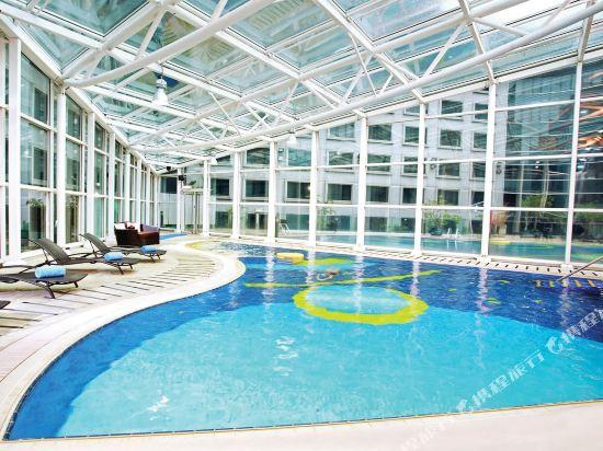 香港富豪機場酒店(Regal Airport Hotel)室內游泳池