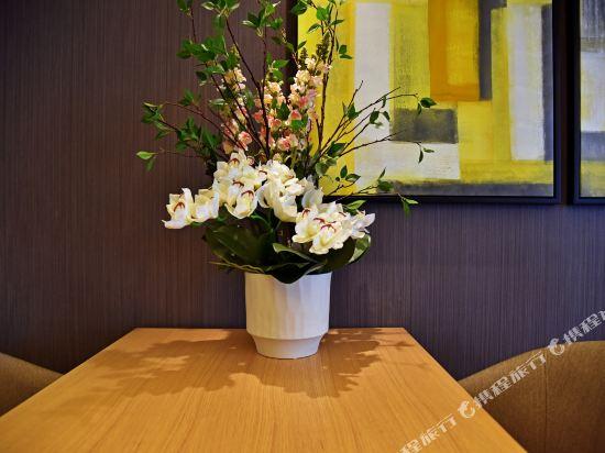 港潤寓上江灣公寓(廣州沿江天字碼頭店)(原江灣大酒店)(Gangrun Yushang Jiangwan Apartment (Guangzhou Yanjiang Tianzi Wharf))商務城景大床房