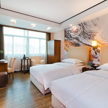 Chonpines Hotel (Yiwu International Trade City)
