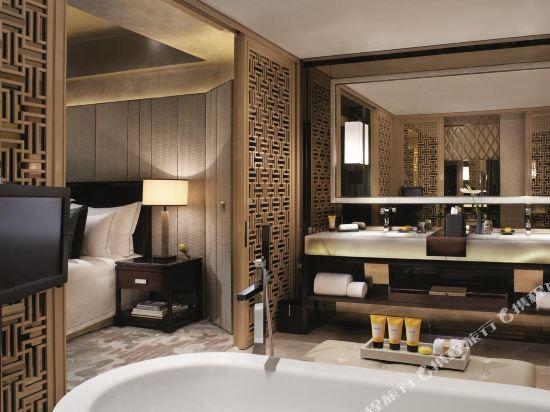香港麗思卡爾頓酒店(The Ritz-Carlton Hong Kong)卡爾頓套房