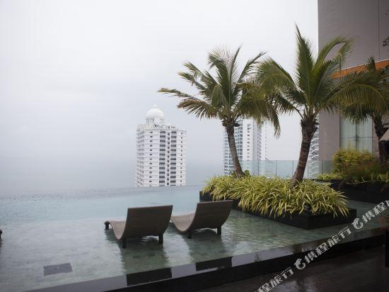 阿縵芭提雅天空之城公寓式酒店(Among Riviera City of Sky Pattaya)室外游泳池