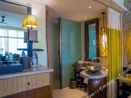 盛泰瀾幻影海灘度假村(Centara Grand Mirage Beach Resort Pattaya)Deluxe Family Ocean Facing bathroom