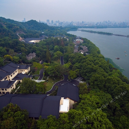 West Lake Villa