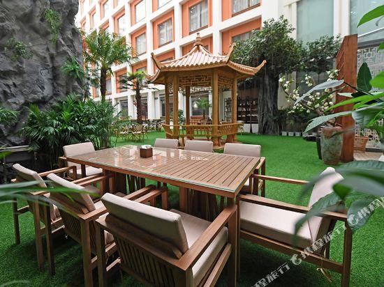 美豪麗致酒店(廣州五羊新城店)院子