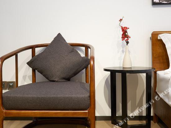 星倫國際公寓(廣州琶洲會展中心店)(Xinglun International Apartment (Guangzhou Pazhou Exhibition Center))典雅新中式雙床房