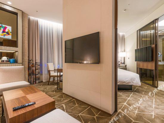 首爾明洞雅樂軒酒店(Aloft Seoul Myeongdong)微風特大床套房