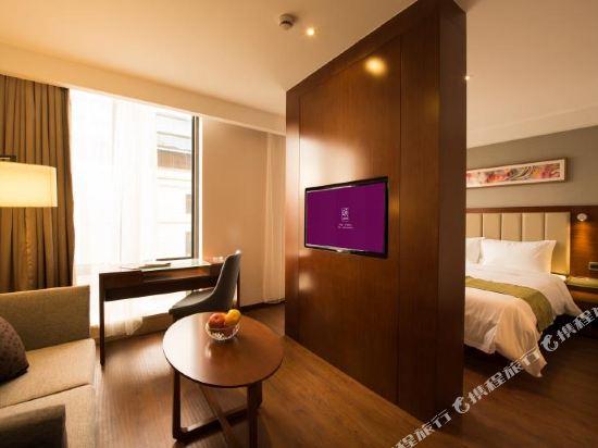 上海陸家嘴聯洋和頤酒店和頤高級大床房