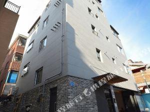 弘大陽光明媚小山旅舍(Sunny Hill Hostel Hongdae)