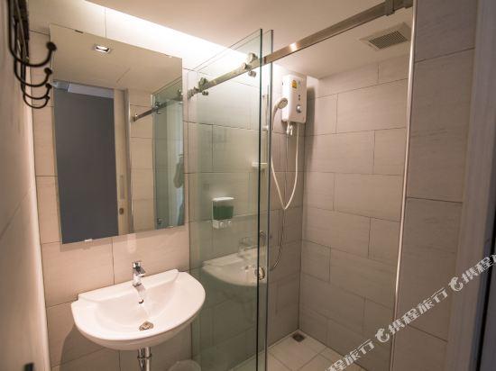 素坤逸膠囊22號旅舍(Sleepbox Sukhumvit 22 Hostel)私人三人宿舍(帶私人浴室)