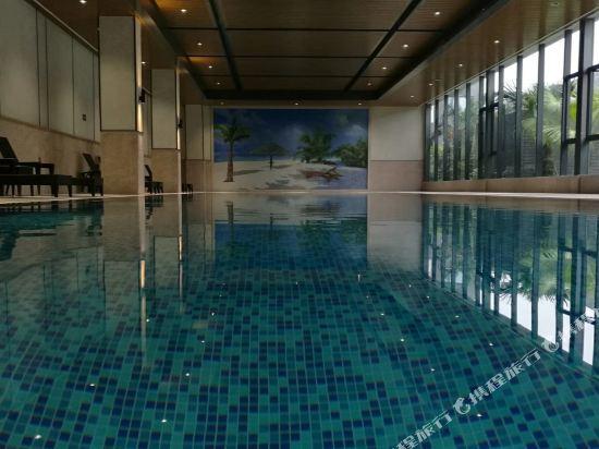 中山萬維酒店(Winway Hotel)室內游泳池
