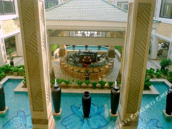 奧拉尼度假公寓酒店(Olalani Resort & Condotel)酒吧
