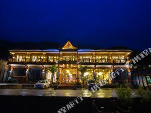 麗江瀘沽湖兩棵樹湖景度假客棧