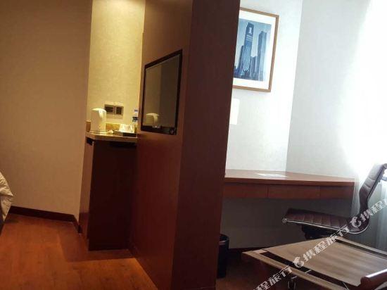 深圳華強北和頤酒店和頤惠選商務大床房