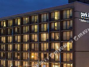 温哥華麗柏套房酒店(Park Inn & Suites by Radisson Vancouver)