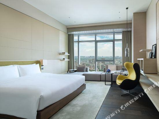佛山羅浮宮索菲特酒店(Sofitel Foshan)豪華客房現代風格大床