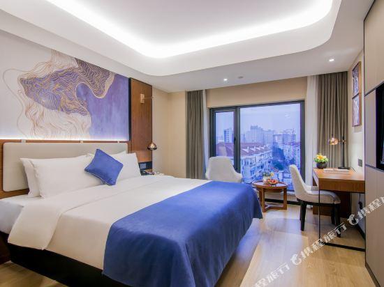 和頤至尊酒店(上海南京西路地鐵站店)(Yitel Premium (Shanghai Jing'an Nanjing West Road))至尊高級景觀大床房