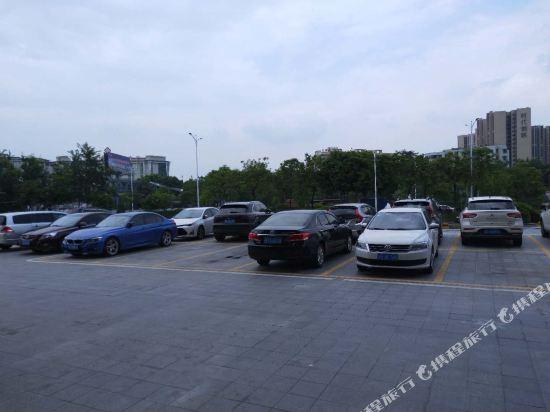 甜果魅力國際酒店(佛山西站店)(原佛山甜果魅力國際酒店)(Tanks Hotel (Foshan West Railway Station))停車場