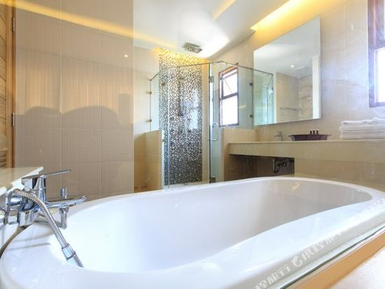 艾瑞斯華欣酒店(Ayrest Hua Hin Hotel)尊貴按摩浴池(直通泳池房)