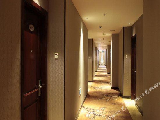 中山江畔商務酒店(Riverside Business Hotel)標準大床房