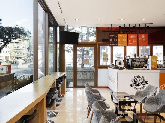 首爾東大門華美達安可酒店(Ramada Encore by Wyndham Seoul Dongdaemun)咖啡廳