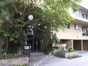 聖莫妮卡卡馬爾套房酒店(Cal Mar Hotel Suites Santa Monica)