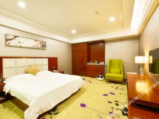 百合酒店(佛山樂從天佑城店)(原畔灣店)(Bai He Hotel (Foshan Lecong Tianyoucheng))惠享大床房