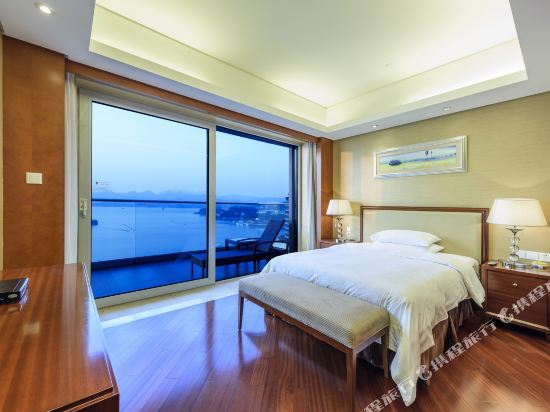 千島湖綠城度假酒店(1000 Island Lake Greentown Resort Hotel)三號樓三卧室套房