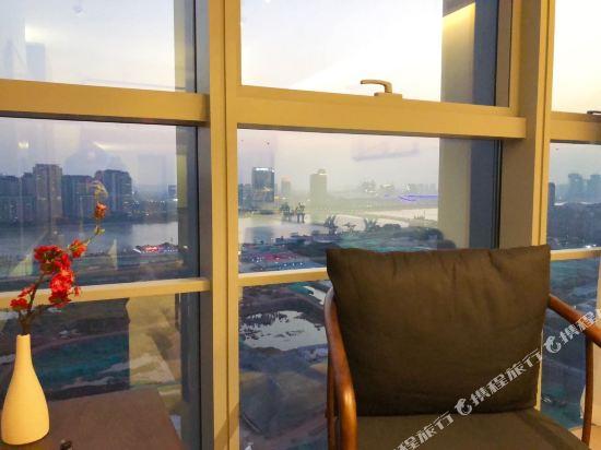星倫國際公寓(廣州琶洲會展中心店)(Xinglun International Apartment (Guangzhou Pazhou Exhibition Center))典雅新中式大床房