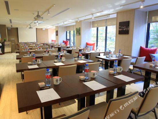 台中天成文旅回行旅(ICASA HOTEL BY COSMOS CREATION)會議室