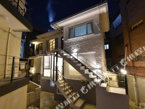 莫諾鴻達5號旅館(Mono House Hongdae 5 Seoul)
